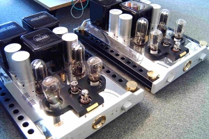 audiotronic-2007-05-0042F2F25C5-EE9F-4528-6B8C-198B78A5CA0D.jpg